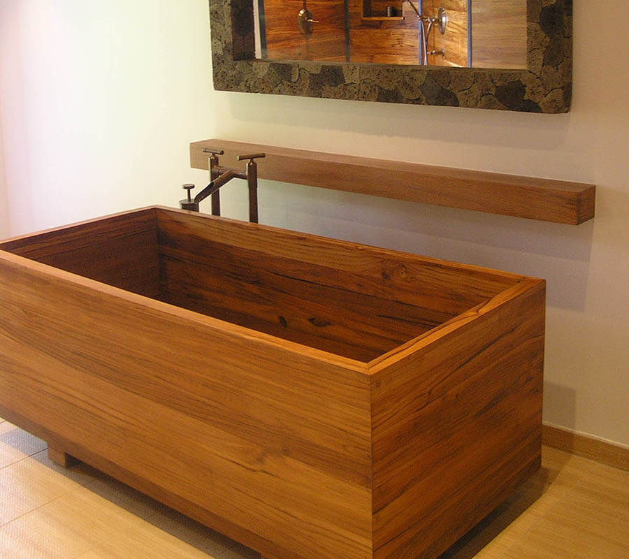 A plantation teach ofuro wooden bathtub